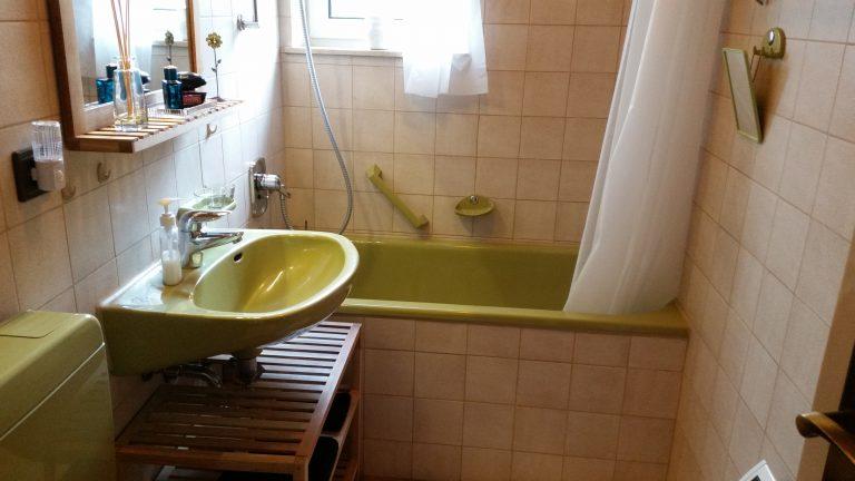 Bad mit WC/Badewanne/Dusche