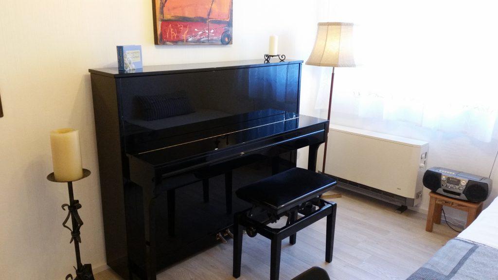 Gästezimmer mit Klavier